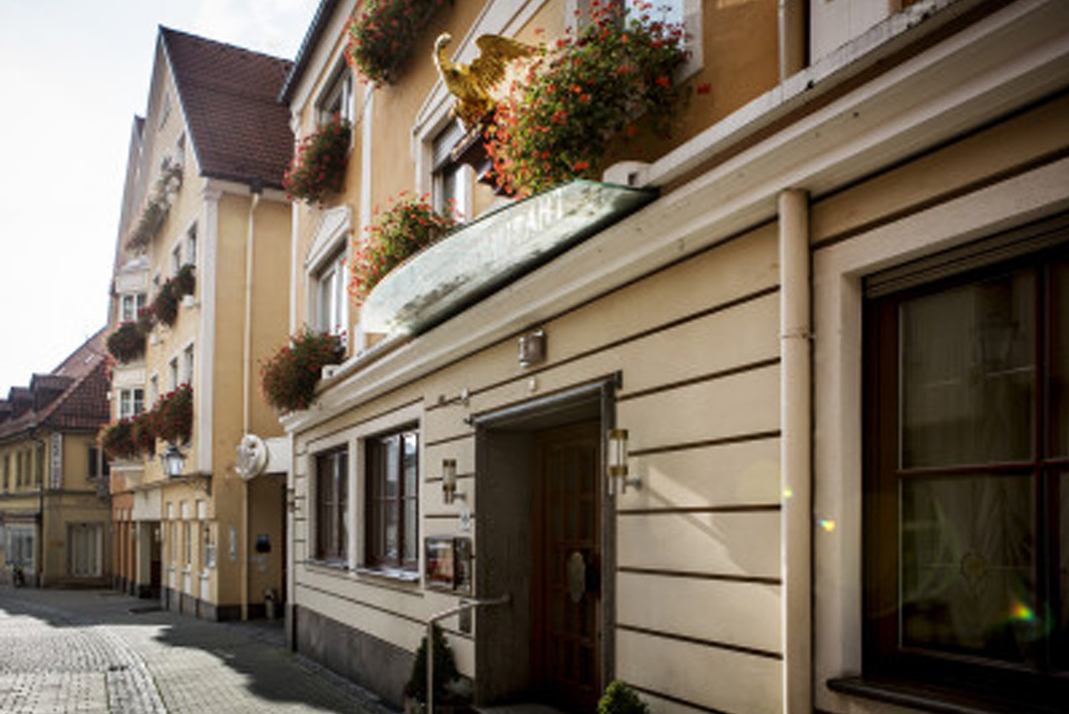 Außenansicht von Paulas Alb, sowie des Hotels Adler in Ehingen