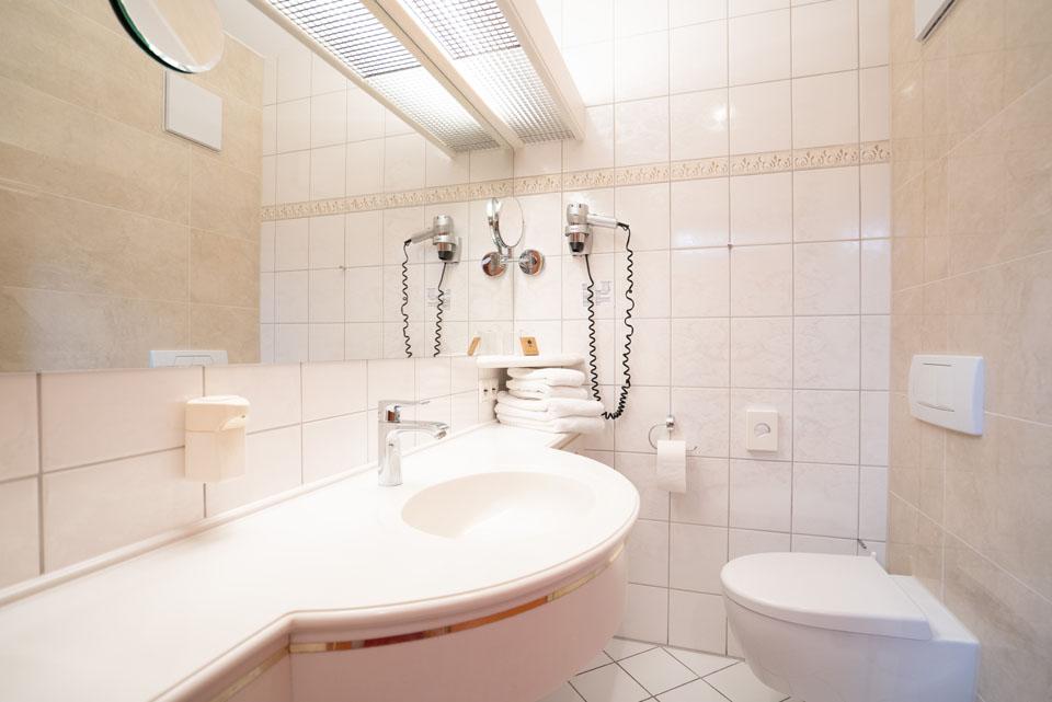 Doppelzimmer Classic Badezimmer | Hotel Adler